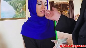 sperm5 hijab drinking Mom showing how to do creampie