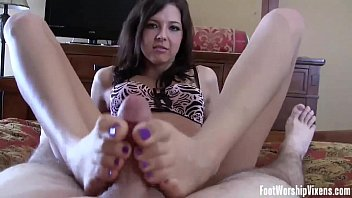 candy and sucking toe A mi vieja le gusta