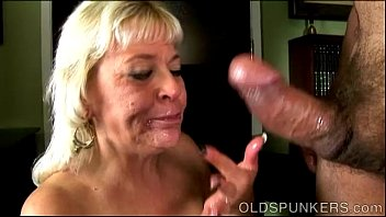blowjob son old swollows gives cum mommy Hot sperm on pretty face