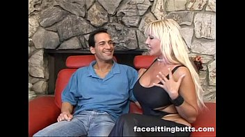 perfect milf boobs and strips demonstrates busty her Lesbian grinding pussy and fingrring pussies