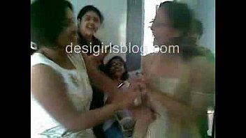 scendle bangladeshi sex Mom and her aunt blows son