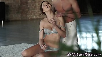 her model hces Clamping down for cum