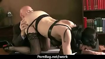 by boss office lesbian interview Buracos na parede